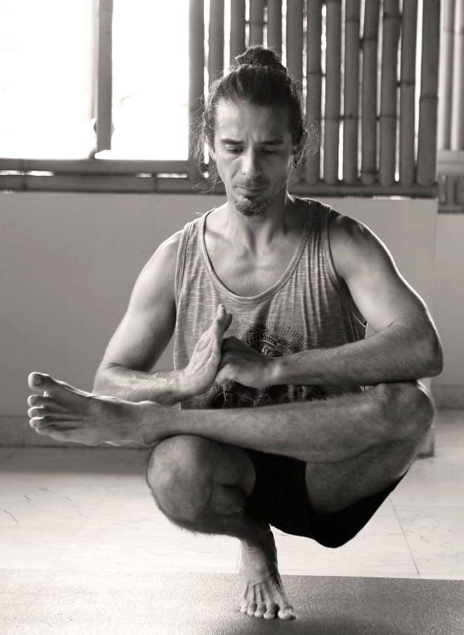 leo-yoga-pose